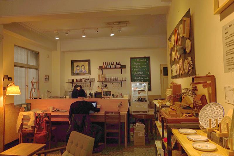 專訪任明信-三餘咖啡廳